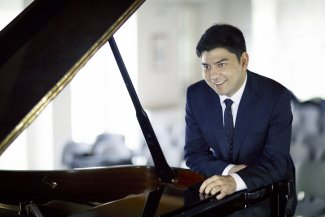 Behzod Abduraimov at the piano.